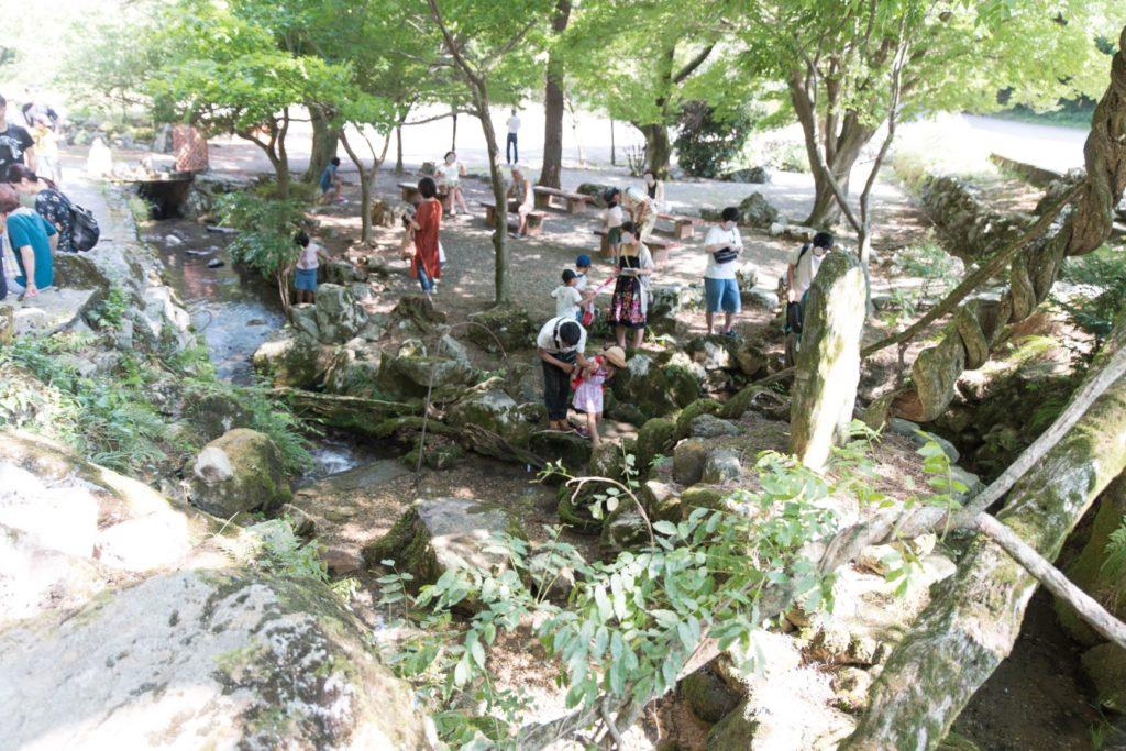 関ヶ原鍾乳洞 入口前の小川